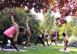 Yoga - Insegnante certificata di yoga. Insegno